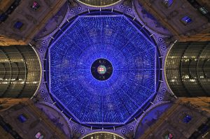L'ottagono della Galleria V.E. con le luminarie natalizie (Foto di Alloni Luigi)