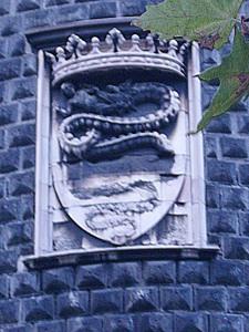 Lo stemma visconteo sul torrione spagnolo del Castello Sforzesco (foto di Robert Ribaudo)