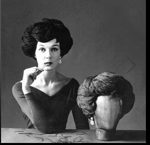 Alla fine degli anni '50 le sorelle Carita rilanciano i toupet! (photo carita-it.com)