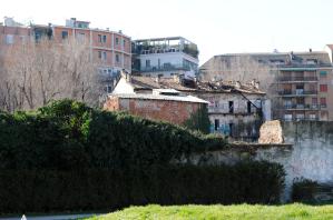 Ciò che rimane dell'antico tessuto abitativo della zona (foto di Giacomo Artale)