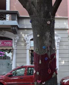 Sferruzzare & condividere: così si sono prodotti i filati per vestire a festa il quartiere
