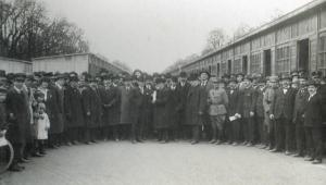 Visita di rappresentanti alla prima Fiera Campionaria di Milano (photo: www.lombardiabeniculturali.it)