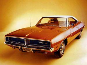 Che parole e immagini usare per pubblicizzare un'auto piccola e non deluxe negli anni in cui negli USA andavano di moda queste cosine?