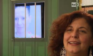 Donatella Massimilia (nello speciale TG indicato più sotto): la regista dello spettacolo, nonchè Presidente del Cetec, il cui slancio supera le barriere. E anche le sbarre.