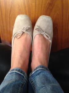 L'understatement milanese punto molto sulle scarpe basse, ballerine e affini