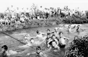 """Una vecchia foto con i bagni a """"el Sassee"""""""