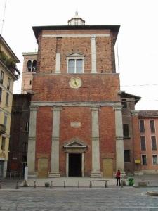Il Mausoleo Trivulziano davanti alla Chiesa di S. Nazaro in Brolo sul Corso di Porta Romana