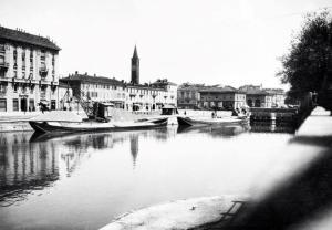 La Darsena verso il campanile di S. Eustorgio, fotografia di Dino Zani degli anni '20